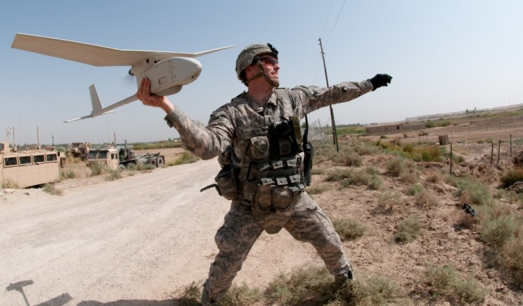 Soldier-launches-Raven-handheld-drone-hires_091009-A-3108M-009-1024x680